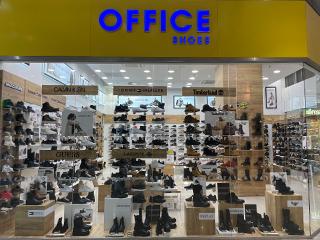 cbb02c3a4b Nově otevřená prodejna Office Shoes v Hradci Králové začala s velkou ctí  vítat nové zákazníky dne 11. listopadu 2016. Nachází se v obchodním centru  Aupark